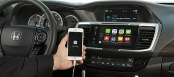 2016_Honda_Accord_with_Apple_CarPlay_2
